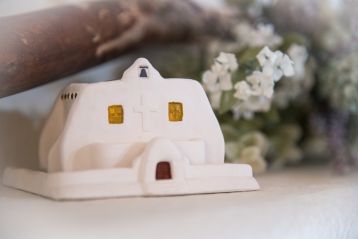 Southwest Style Iglesia - White: with Pinon 40 count Box of natural wood incense.